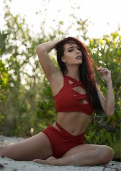 Ari Perez MicroMAG - Victoria Loren 3